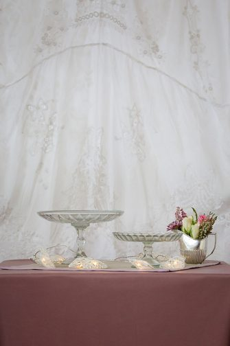 Clear Glass Plate Stand